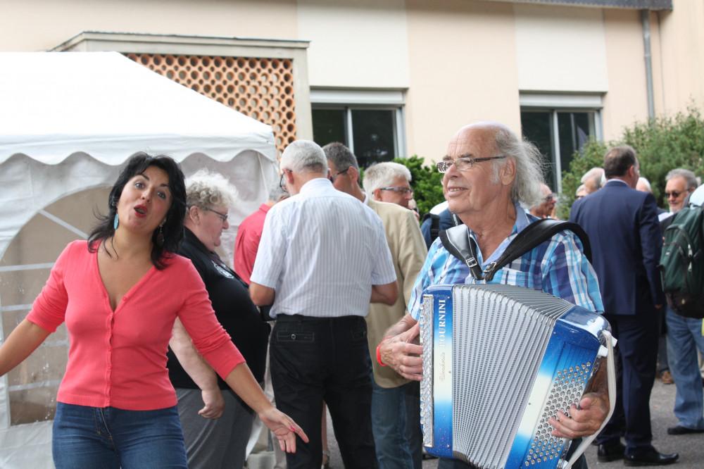 Orchestres, chanteurs, danseurs...