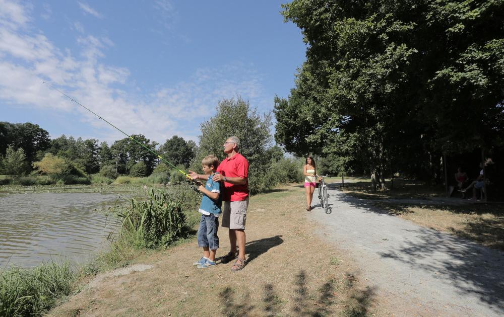 Pêche en famille au Site des Perles © JC Druais